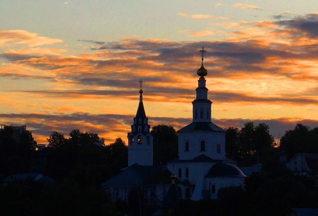 Вечерняя владимирская церковь