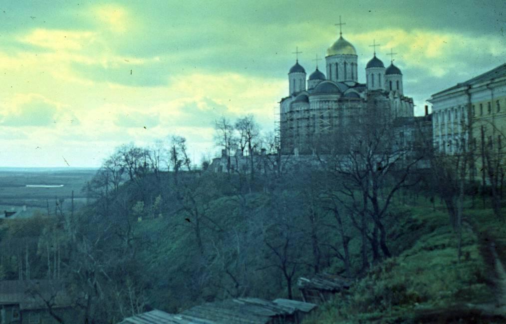 Вид на Успенский собор 1974—1977, Россия, Владимирская область, Владимир. Автор В.Сокирко и Л.Ткаченко