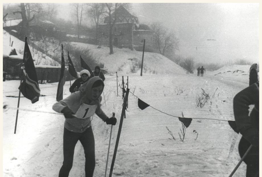 Лыжники на набережной в Муроме