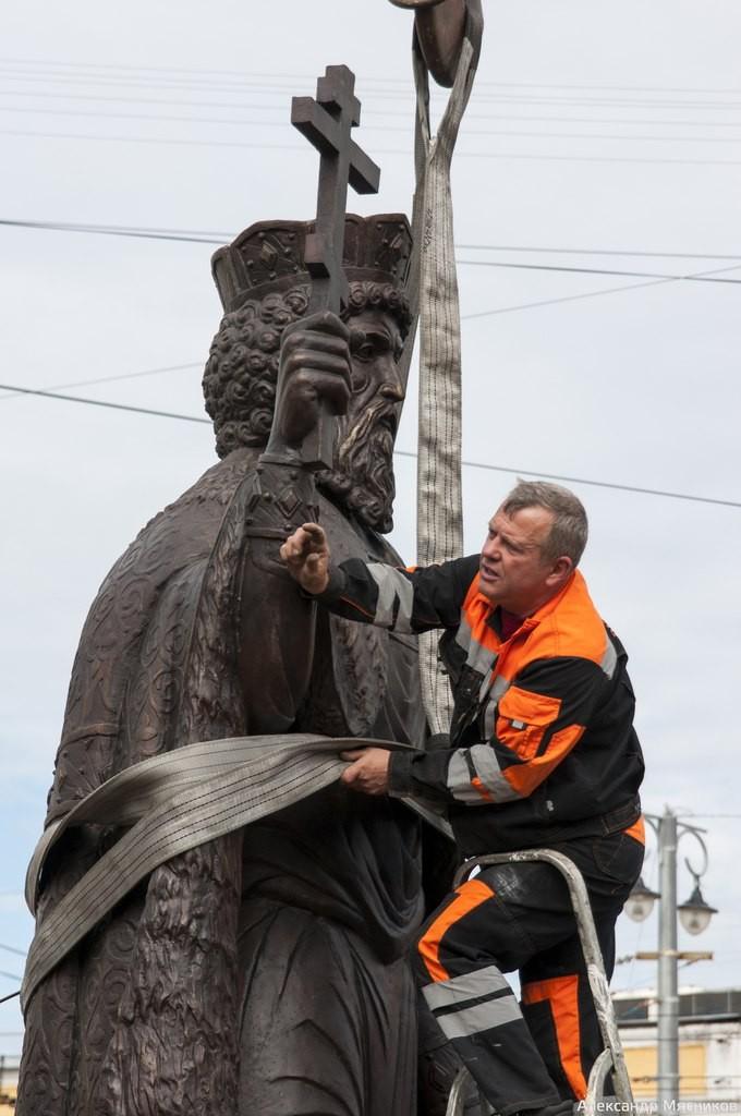Памятник князю Владимиру во Владимире 02