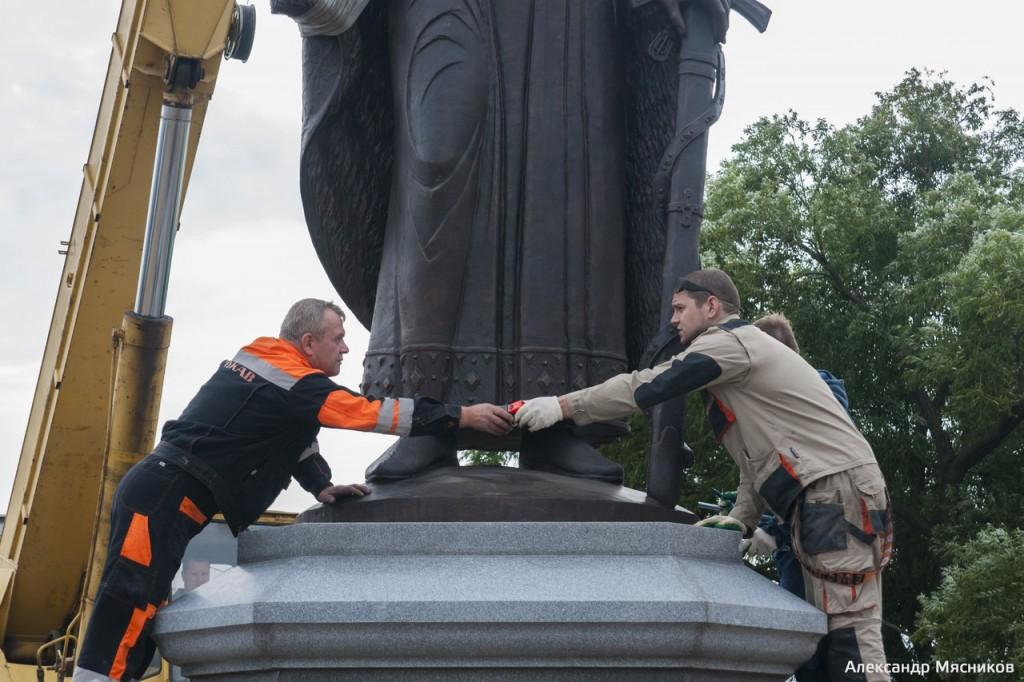 Памятник князю Владимиру во Владимире 03