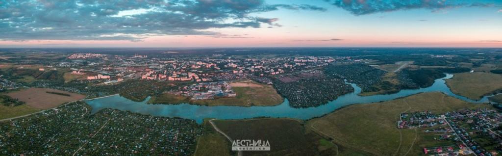 Панорама города на закате со стороны Содышки