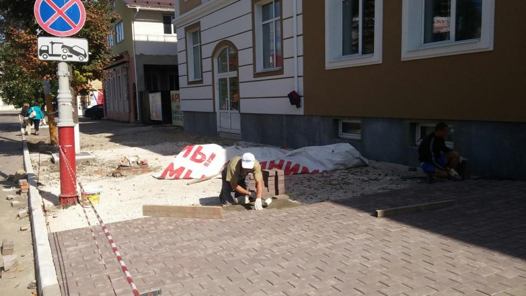 Укладка брусчатки по улице Льва Толстого (участок Московская-Советская)