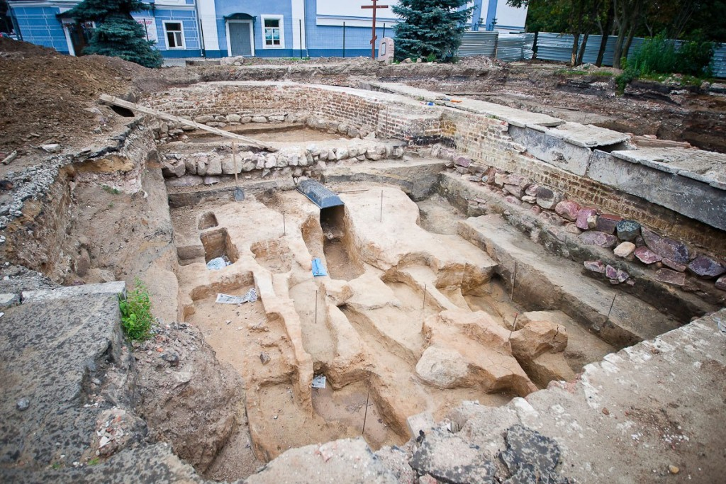 Установка памятника князю Владимиру 07
