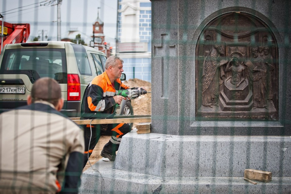 Установка памятника князю Владимиру 11