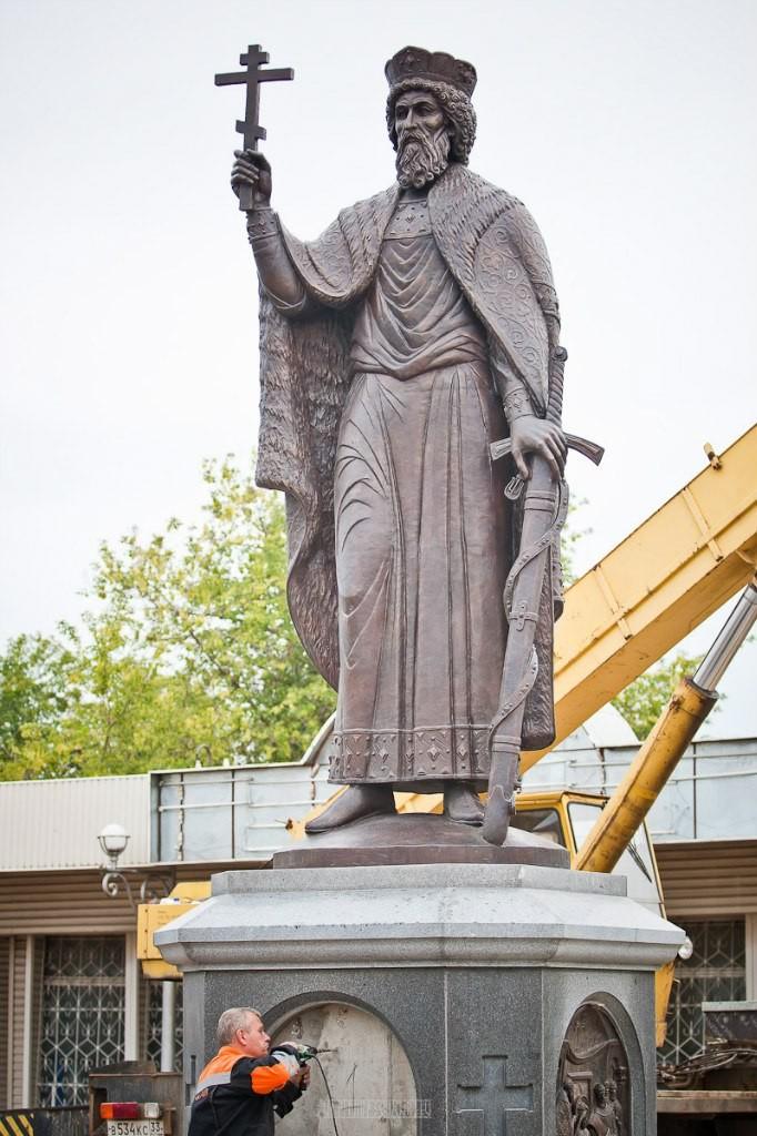 Установка памятника князю Владимиру 14