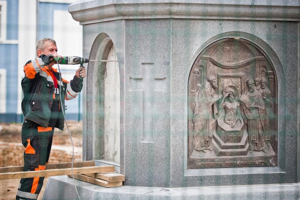 Установка памятника князю Владимиру 15