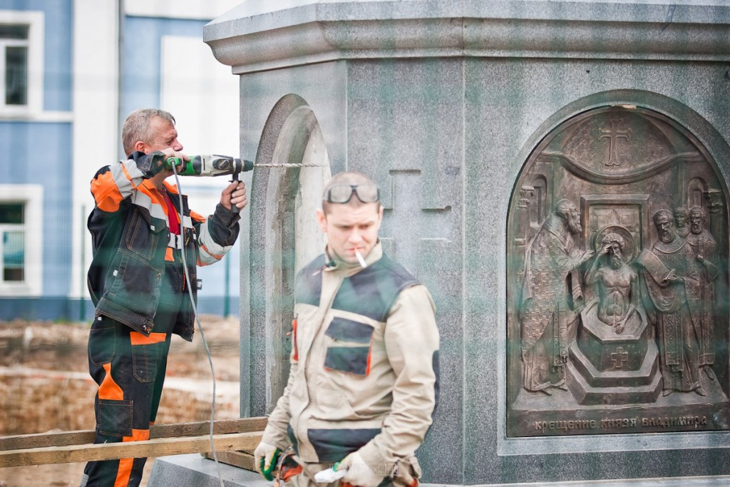 Установка памятника князю Владимиру 16
