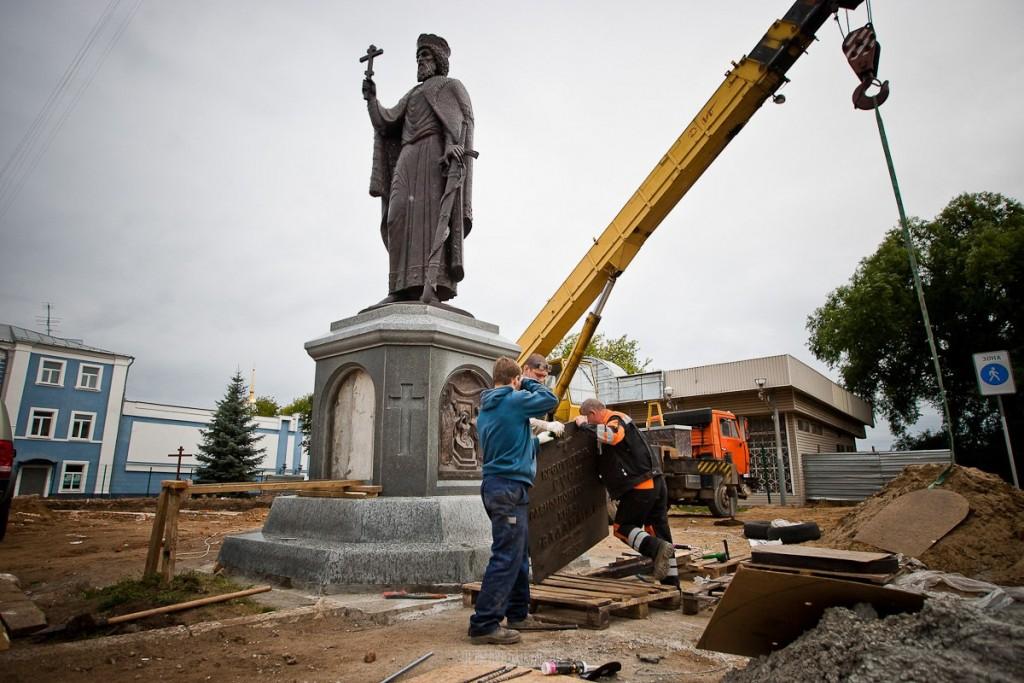 Установка памятника князю Владимиру 17
