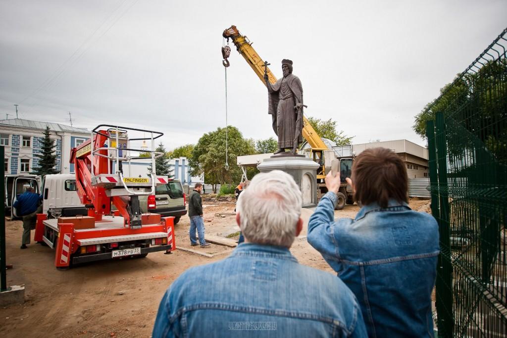 Установка памятника князю Владимиру 21