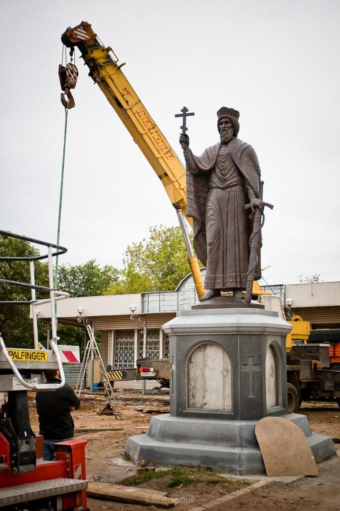 Установка памятника князю Владимиру 22