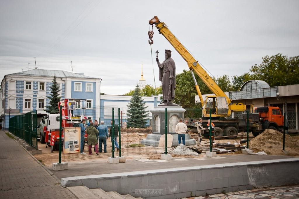 Установка памятника князю Владимиру 26