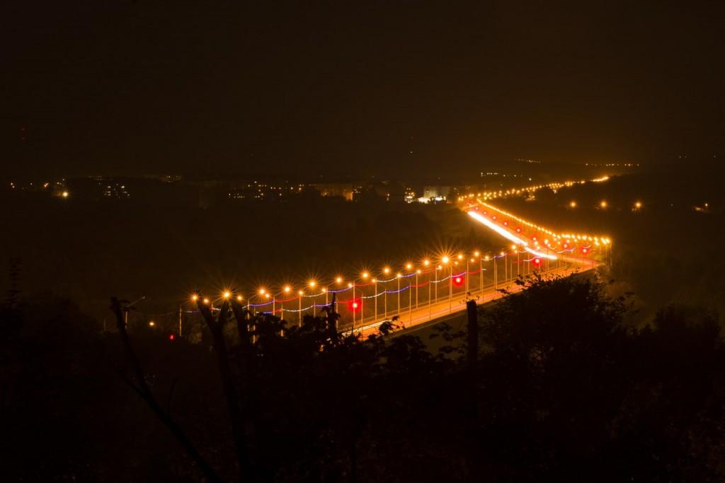 Владимирский мост в свете фонарей