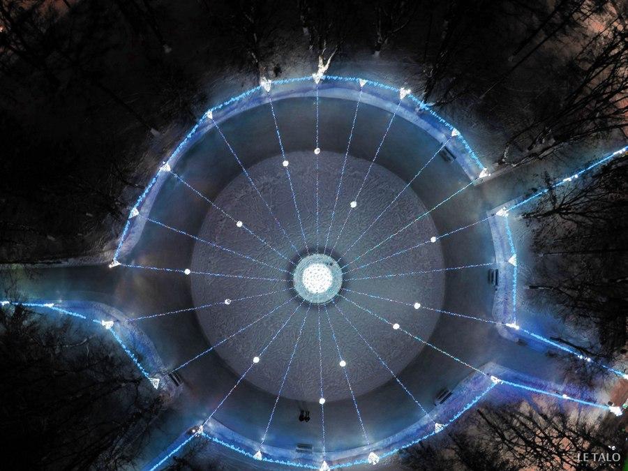 Владимирский фонтан. Зимой и летом разным цветом 01