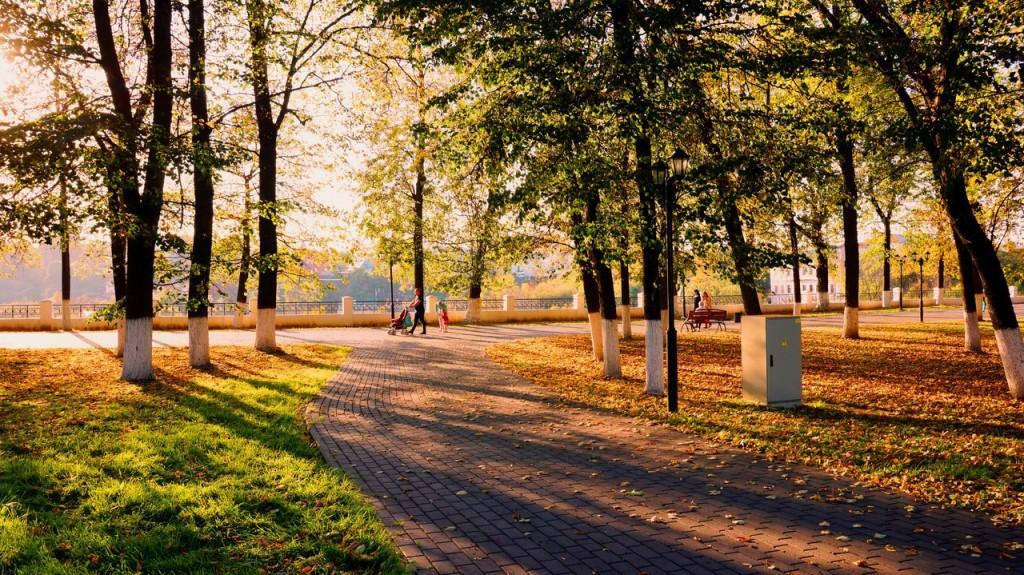 В осеннем парке городском...