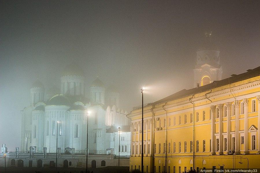 Город Владимир одетый в туман 08