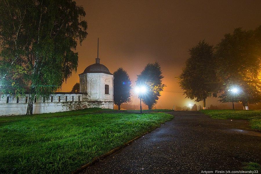 Город Владимир одетый в туман 10