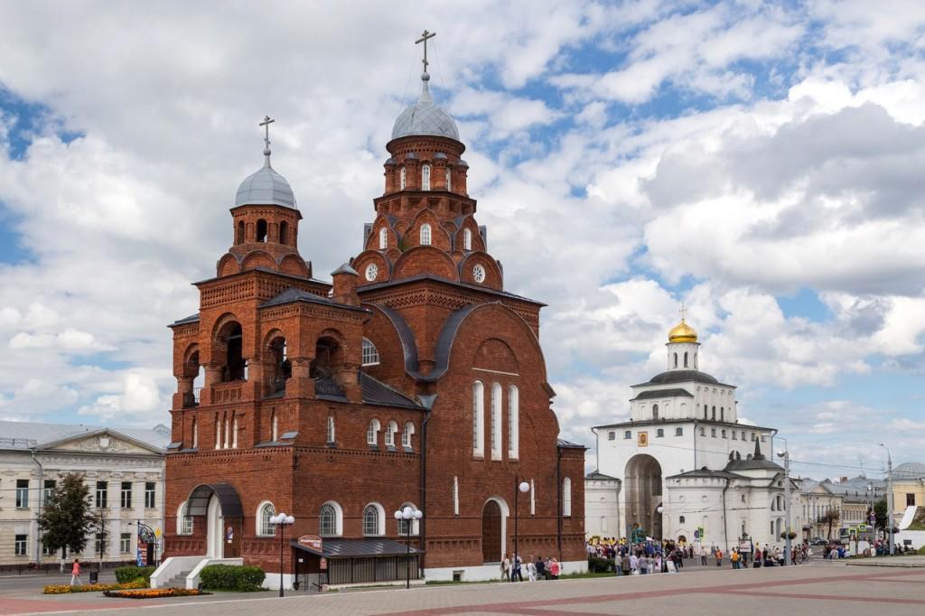 Золотые ворота и Троицкая православная церковь старообрядцев, Владимир.