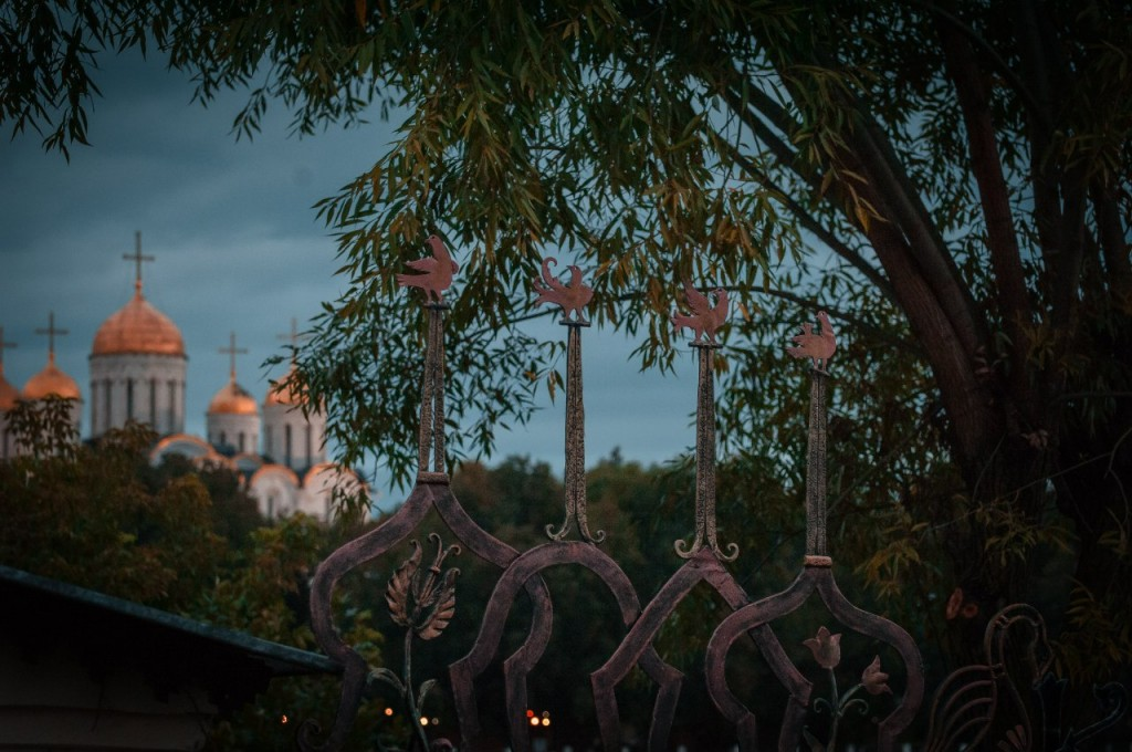 Пешеходная зона во Владимире вечером 09