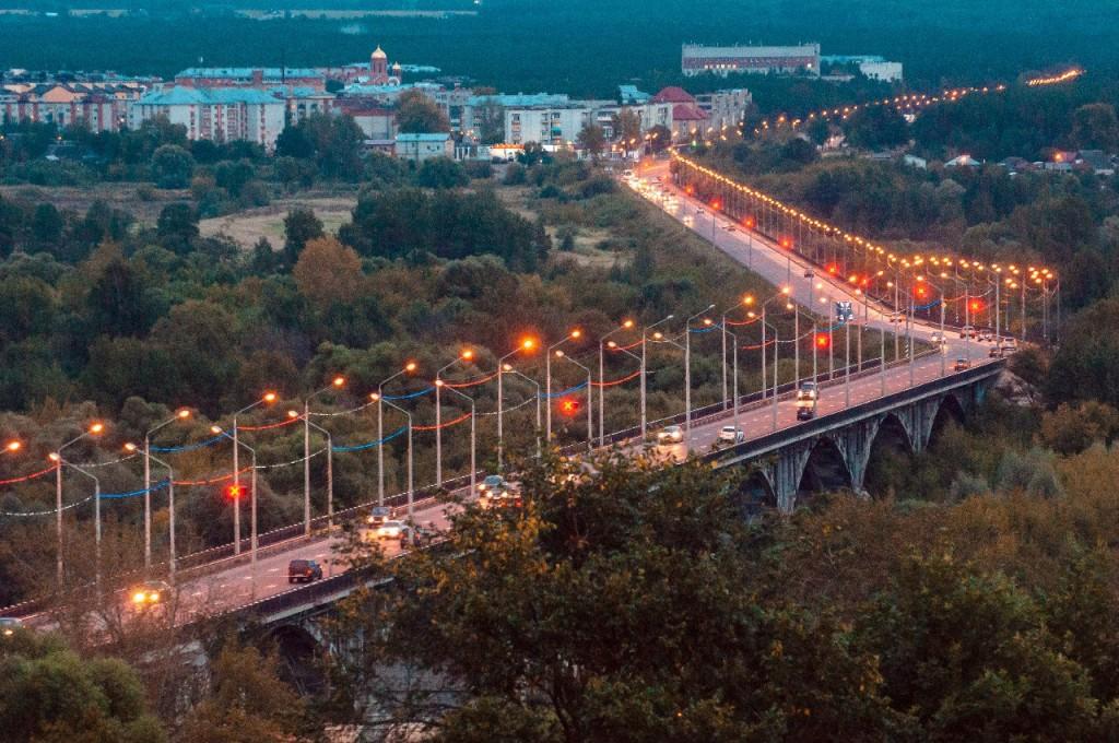 Пешеходная зона во Владимире вечером 18