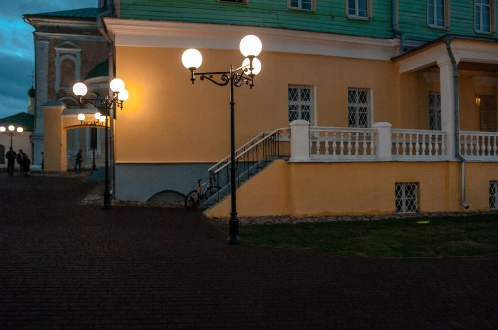 Пешеходная зона во Владимире вечером 31