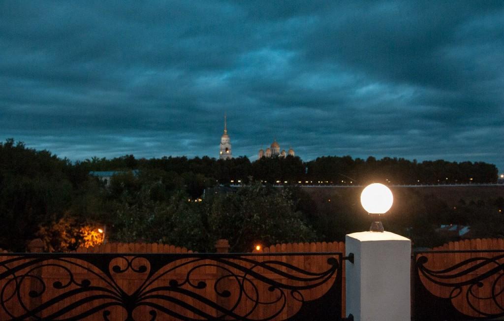 Пешеходная зона во Владимире вечером 34