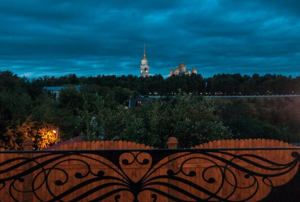 Пешеходная зона во Владимире вечером 35