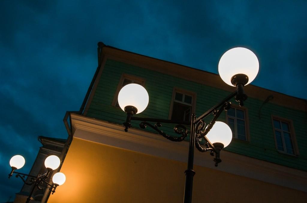 Пешеходная зона во Владимире вечером 36