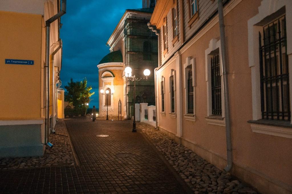 Пешеходная зона во Владимире вечером 44