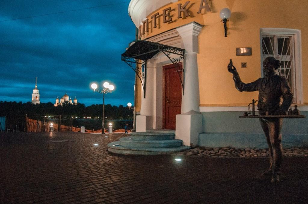 Пешеходная зона во Владимире вечером 45