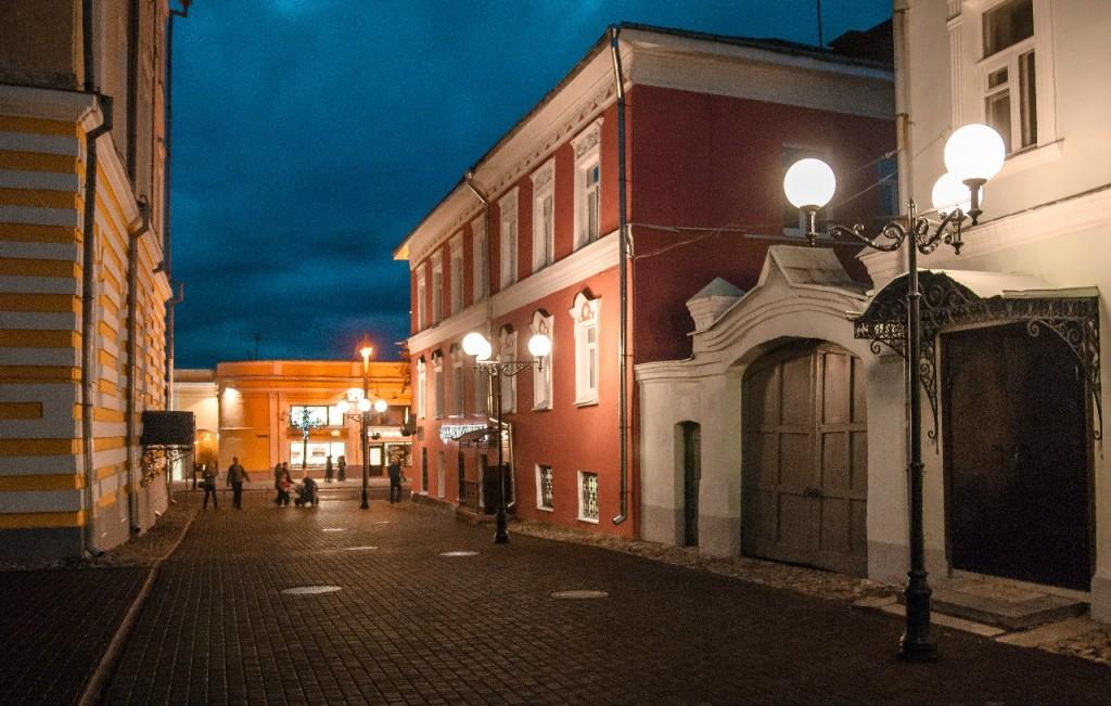 Пешеходная зона во Владимире вечером 46
