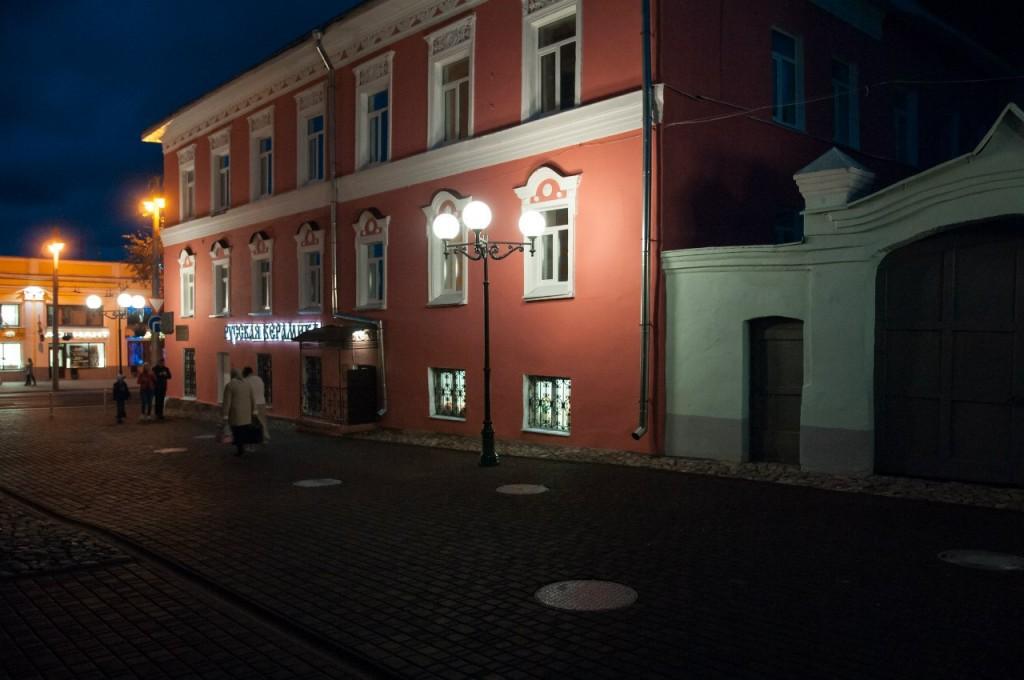Пешеходная зона во Владимире вечером 47