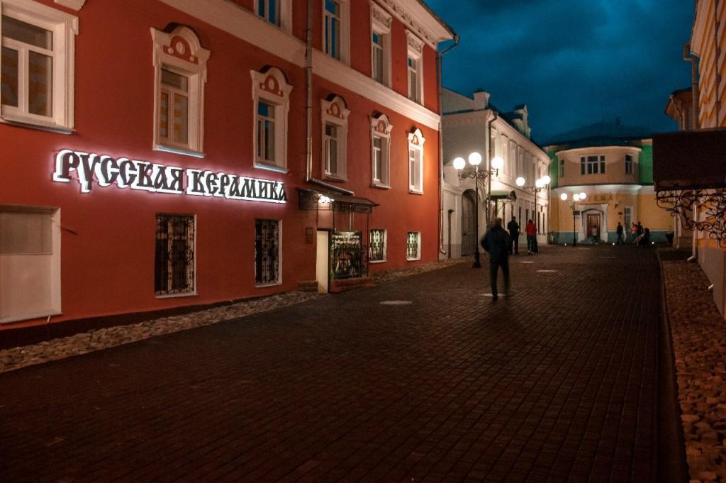 Пешеходная зона во Владимире вечером 48