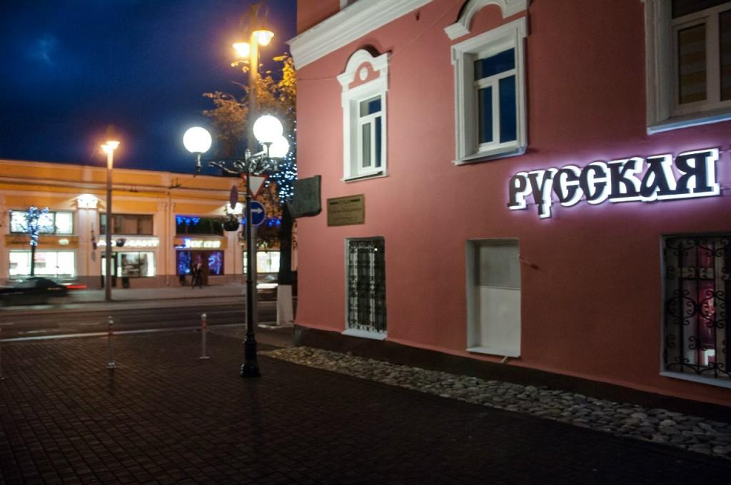 Пешеходная зона во Владимире вечером 50