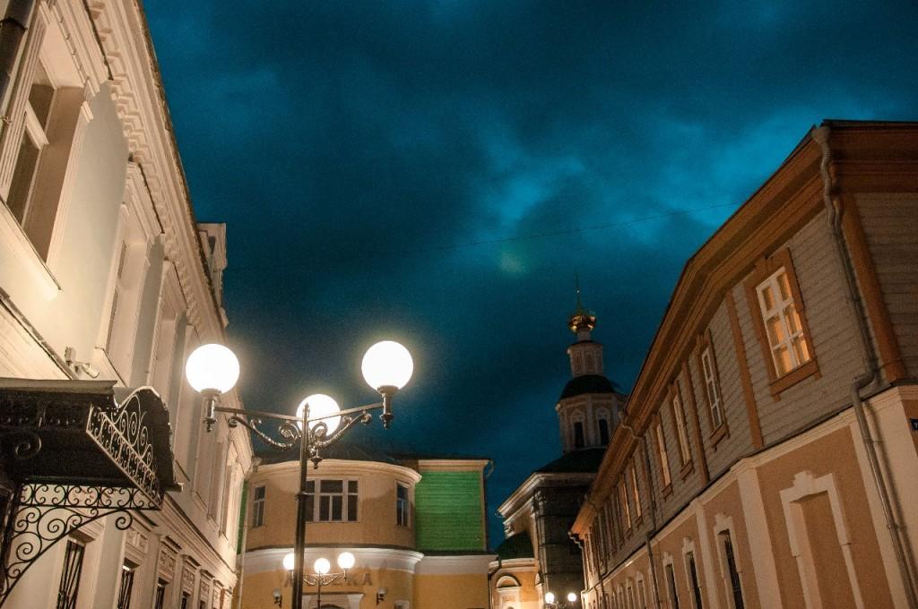Пешеходная зона во Владимире вечером 51