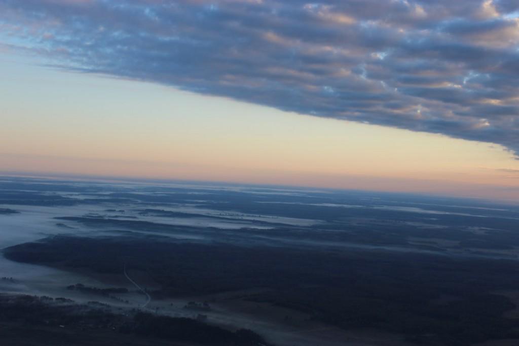 Утренний полет над облаками с парашютистами над Владимирской областью 01