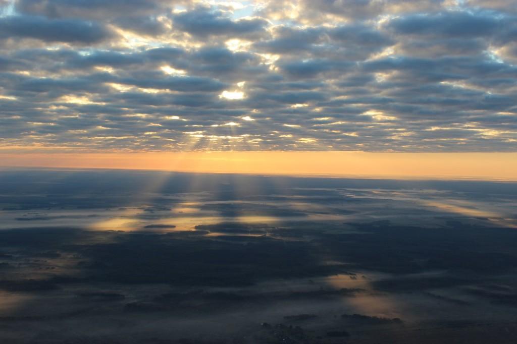 Утренний полет над облаками с парашютистами над Владимирской областью 02