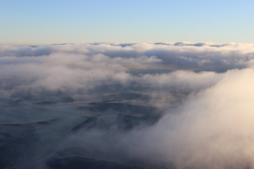 Утренний полет над облаками с парашютистами над Владимирской областью 03