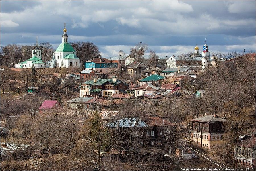 Виды на один из городских холмов Владимира со старой застройкой 01