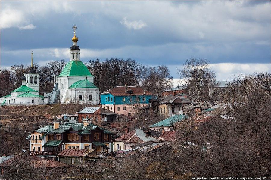 Виды на один из городских холмов Владимира со старой застройкой 02