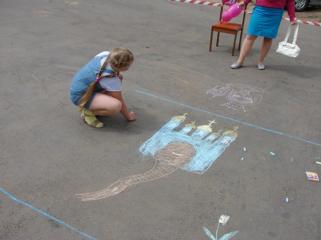 Конкурс детского рисунка на асфальте 01