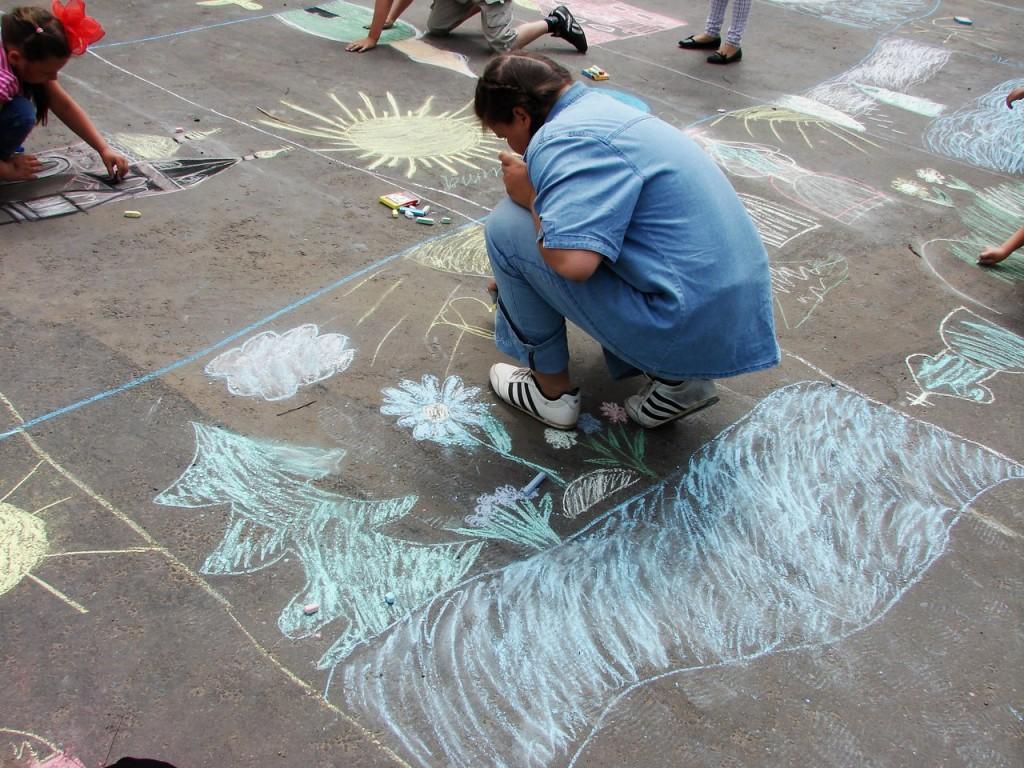 Конкурс детского рисунка на асфальте 05