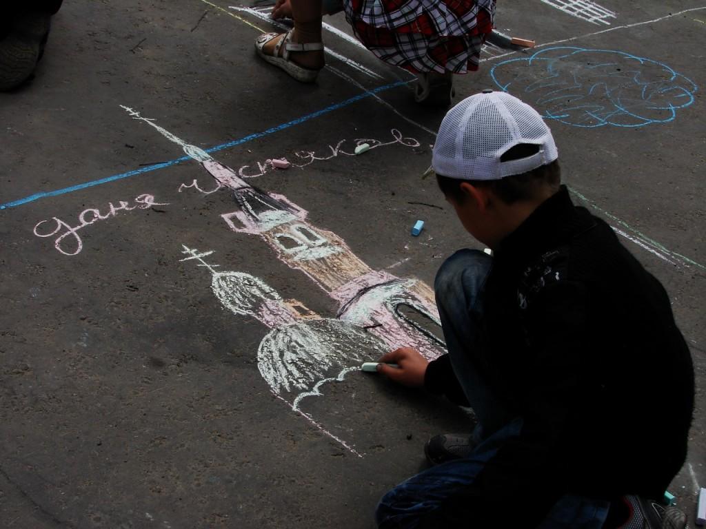 Конкурс детского рисунка на асфальте 06