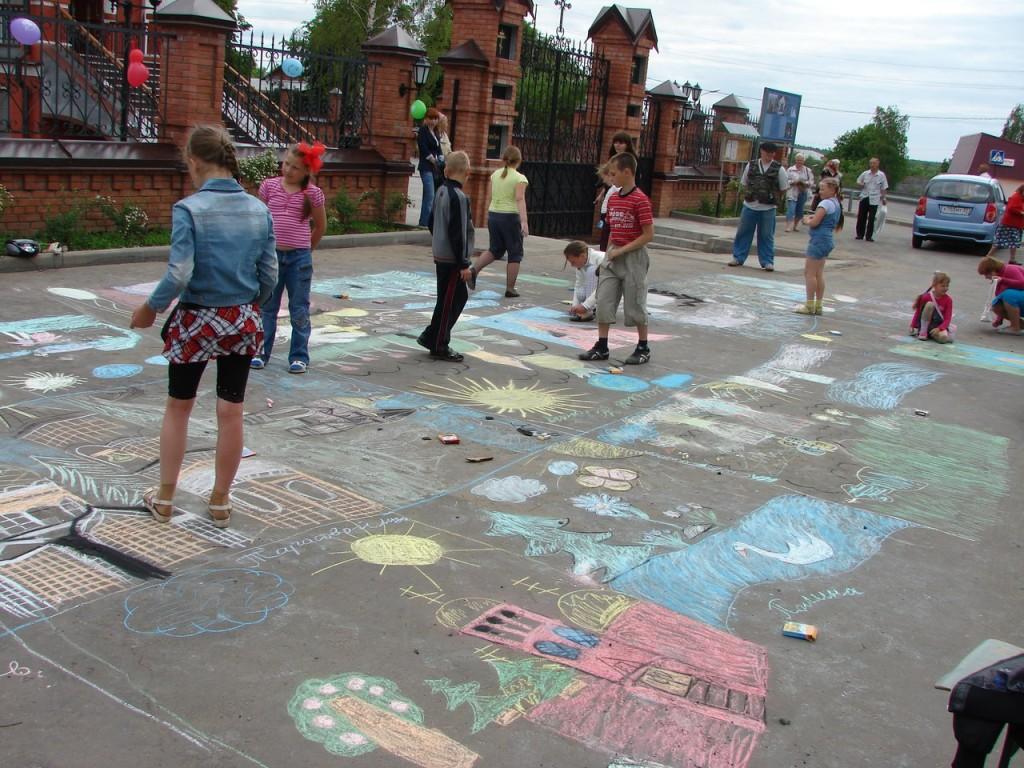Конкурс детского рисунка на асфальте 09