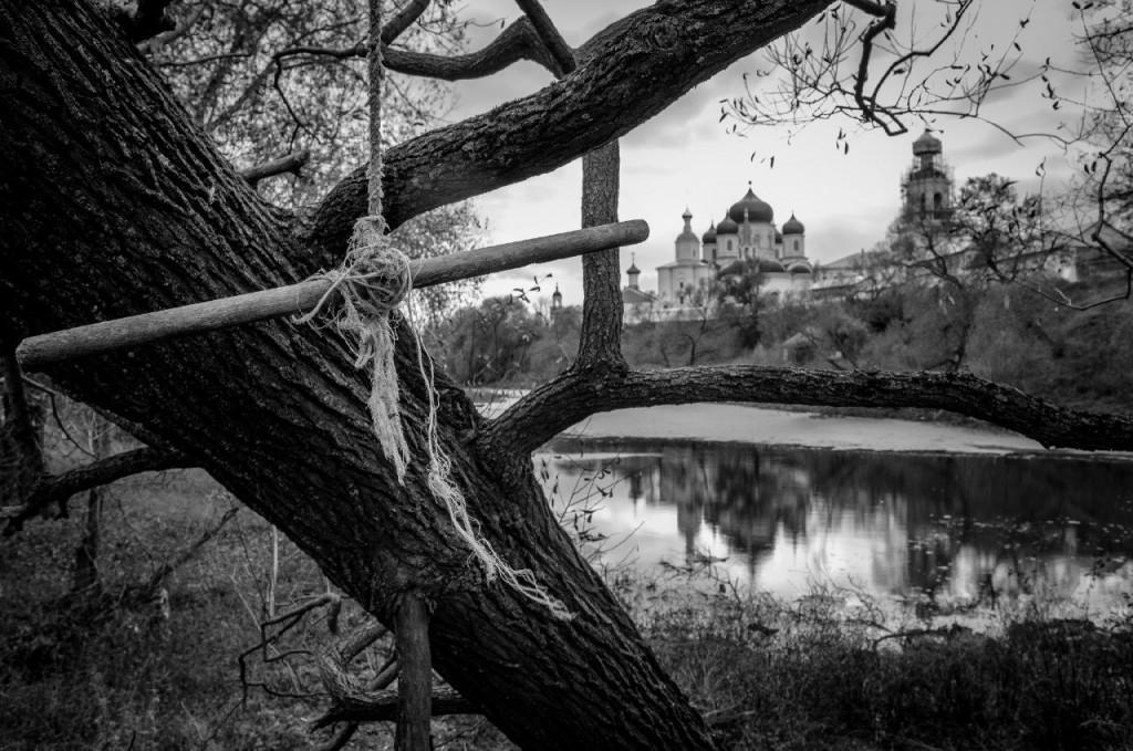 Свято-Боголюбский монастырь и пруд