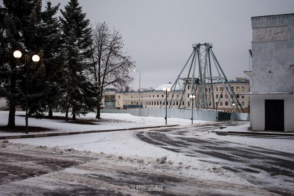 Колесо и ёлка во Владимире 05