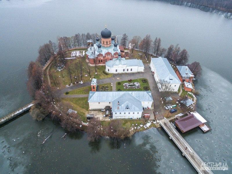 Озеро Введенское и монастырь около Покрова 01