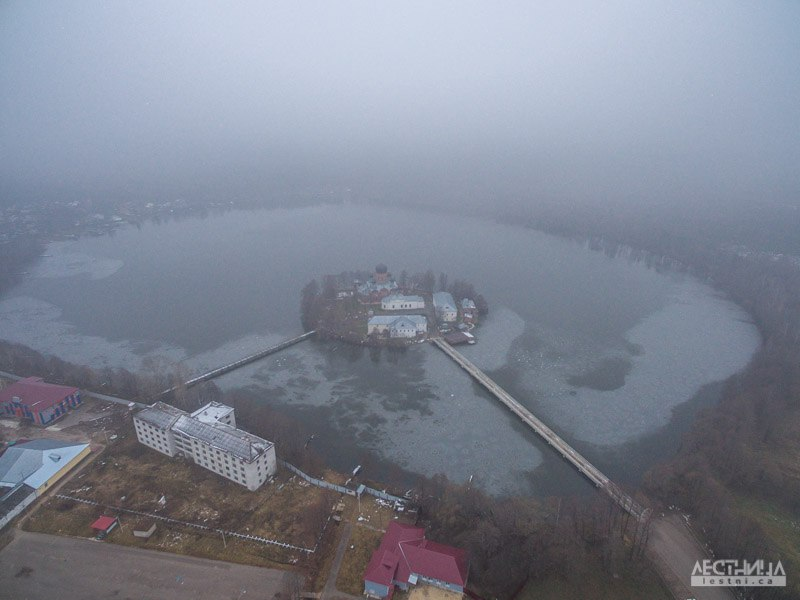 Озеро Введенское и монастырь около Покрова 03