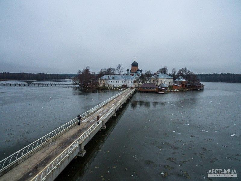 Озеро Введенское и монастырь около Покрова 05