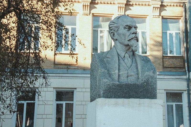 Бюст Лебедева-Полянского во Владимире 02